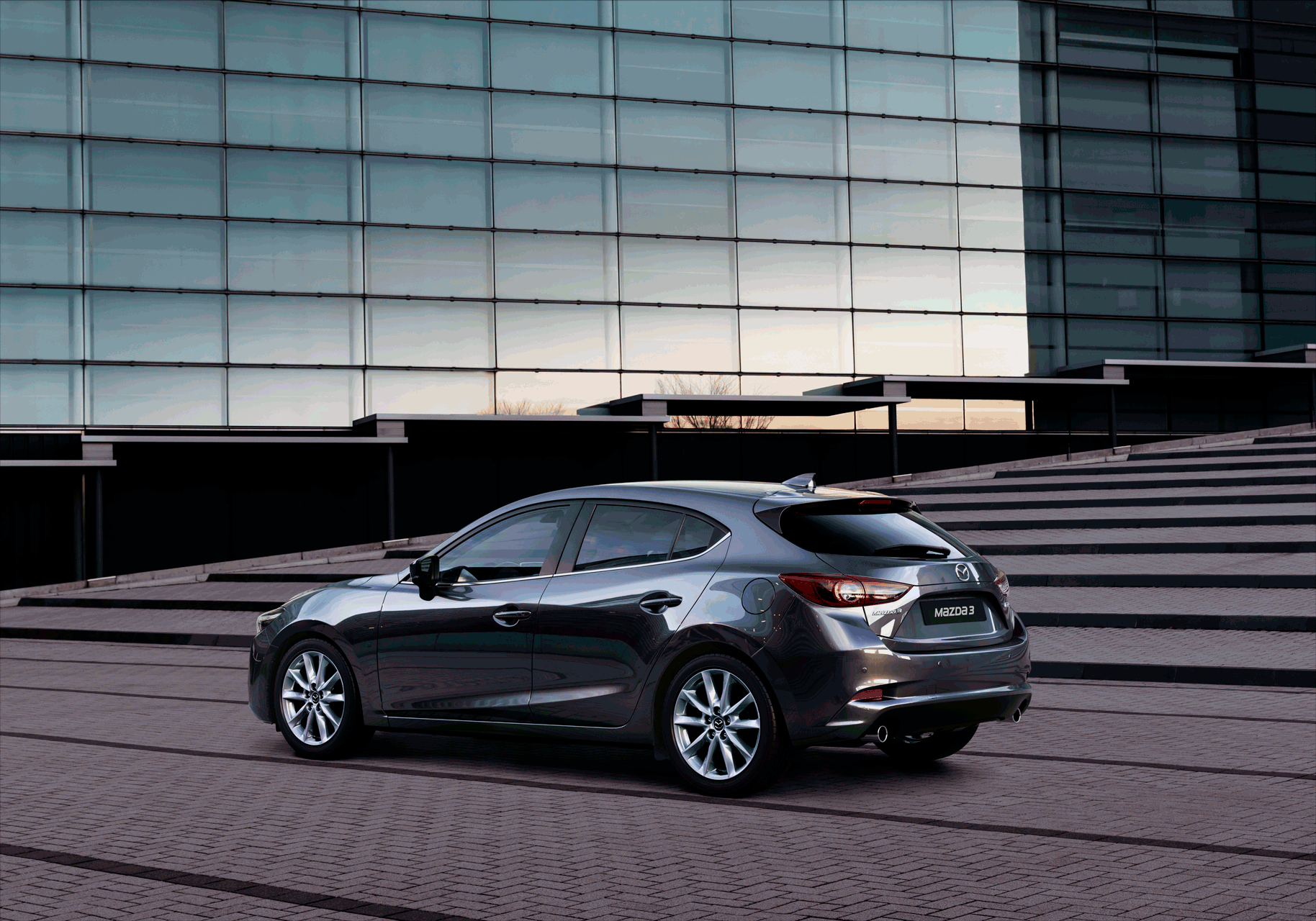 Mazda3_16CYIPM_CUT03_MME_GER_HIGH_5HB_SH_AT_MACHINE_GREY_png