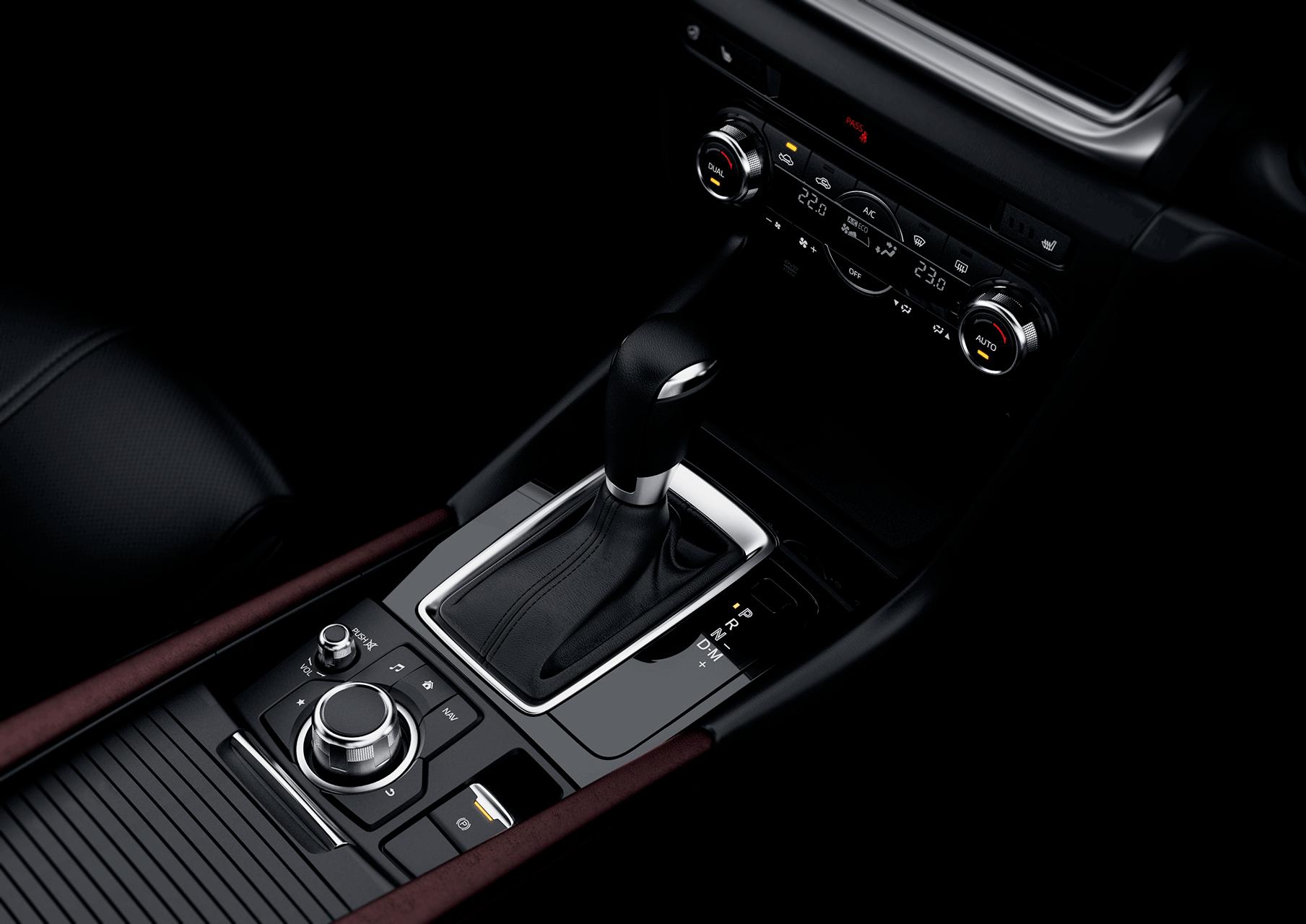 Mazda3_16CYIPM_CUT046_MJO_HIGH_InteriorCOMMANDER_w_EPB_png